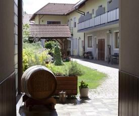 Weinhof & Gästehaus Dombi Weiss