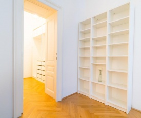 Vienna Residence   Superbly located business apartment with plenty of storage space